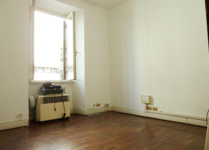 Roma affitto ufficio studio colle oppio colosseo labicano for Affitto uso ufficio roma