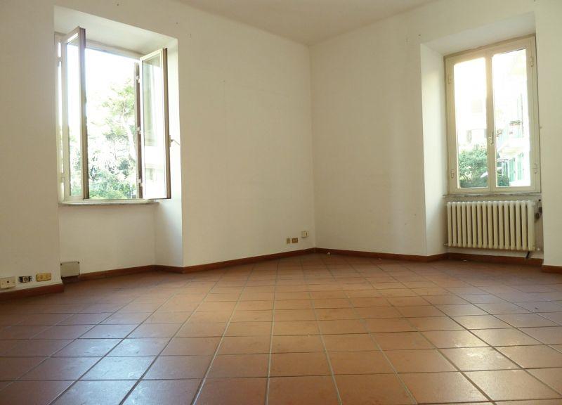 Roma affitto ufficio studio colle oppio colosseo labicano for Affitto ufficio a roma